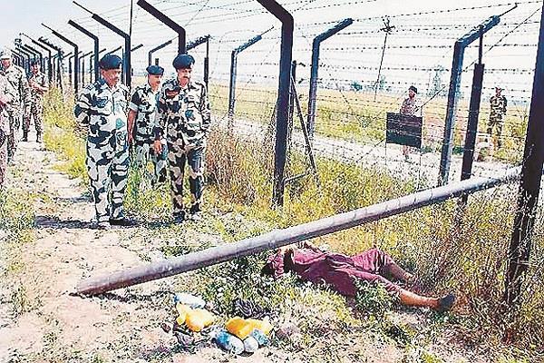 भारत-पाक सीमा पर कंटीली तार लगने के बावजूद पंजाब में नहीं रुकी हथियारों और ड्रग्ज की तस्करी