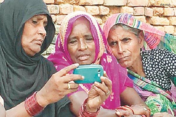 ग्रामीण भारत में 10 में से 3 इंटरनैट उपयोक्ता महिला