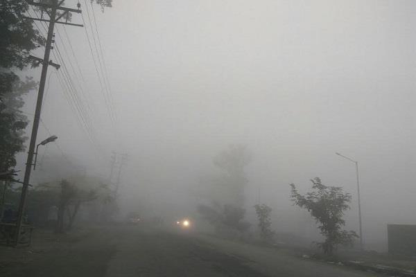 धुंध ने किया आवाजाही को प्रभावित, व्यापार भी ठप्प