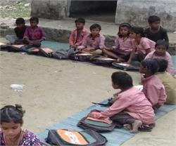 मासूमों से किया वादा भूली सरकार! स्कूलों में ठंड से कांपने को मजबूर बच्चे
