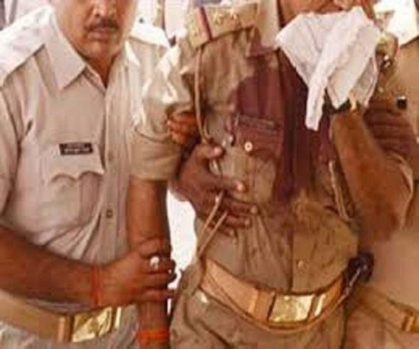 चोर समझ कर लोगों ने कर दी पुलिस की पिटाई, होमगार्ड सहित 3 घायल