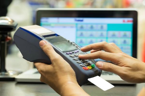 सस्ती हो जाएगी डेबिट कार्ड से पेमेंट, RBI ने दी बड़ी राहत