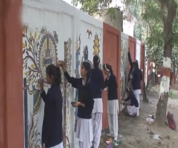 स्कूली बच्चे लिख रहे हैं नई इबारत, पेंटिंग कर लोगों को दिया ये बड़ा संदेश