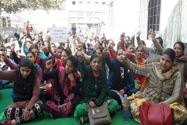 NHM कर्मचारियों व सरकार में समझौते के बाद हड़ताल स्थगित, बहाल होंगे बर्खास्त कर्मी