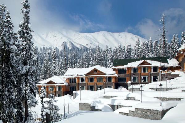 कश्मीर में खुल रहे हैं नए होटल्स, कंपनियों के लिए बना हॉट प्रॉपर्टी डेस्टिनेशन