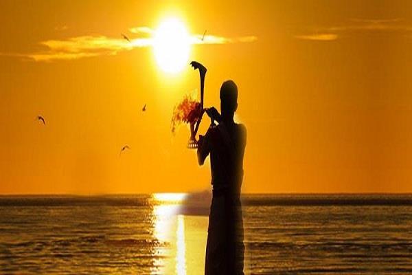 असुर संक्रांति कल: सूर्य वृश्चिक से धनु में करेंगे प्रवेश, जानें क्या होगा आप पर असर