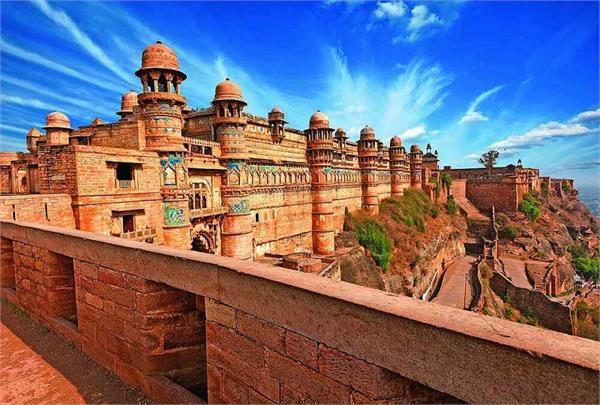 350 फीट की ऊंचाई पर बना है Gwalior Fort, दूर-दूर से आते है टूरिस्ट