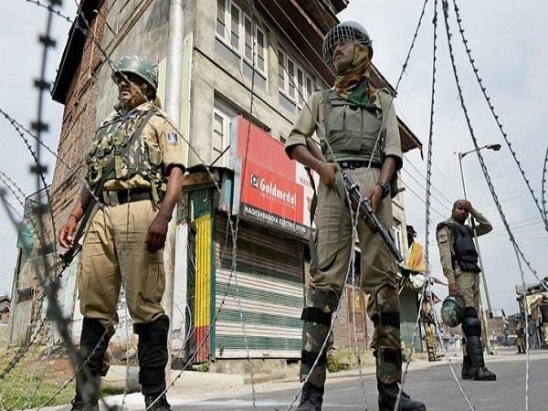 कश्मीर में हड़ताल से जनजीवन प्रभावित, रैली निकाल रहे यासीन मलिक को पुलिस ने किया गिरफ्तार