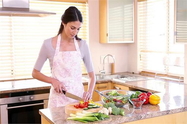 ऐसे 10 किचन टिप्स जो आपको बनाएंगे Kitchen Queen