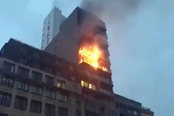 मैनचेस्टर के एक अपार्टमेंट में लगी आग