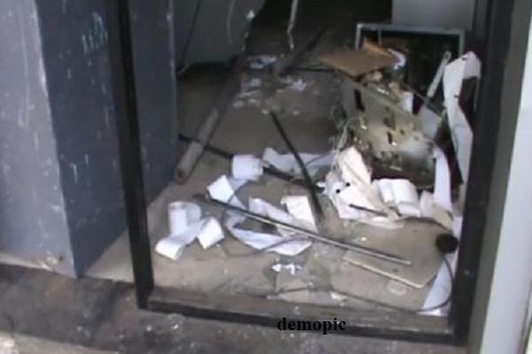 एटीएम उखाड़ ले गए चोर जांच में जुटी पुलिस