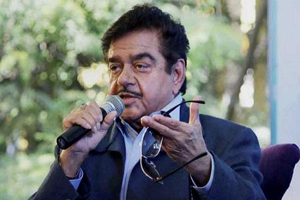 दूसरे चरण के मतदान से पहले शत्रुघ्न सिन्हा का PM मोदी पर हमला