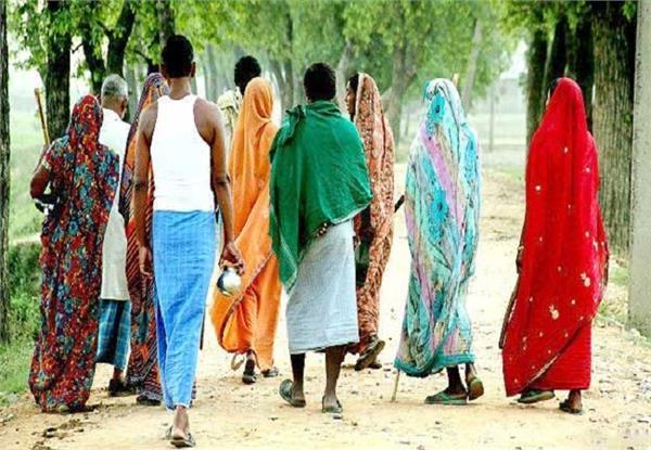 UP: डीएम का अफसरों को फरमान, गांव-गांव जाकर चेक करें खुले में शौच