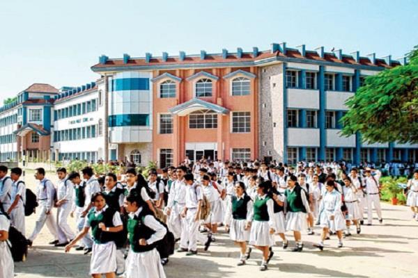 झारखंड: अब मनमानी फीस नहीं वसूल पाएंगे निजी स्कूल