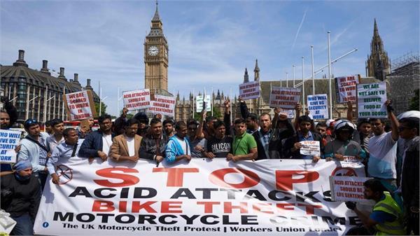 दहशत में लंदन, सड़कों पर चलने से डरने लगे लोग