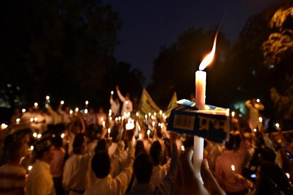 कैंडल मार्च निकालकर मुख्यमंत्री की घोषणा को पूरा करने की मांग