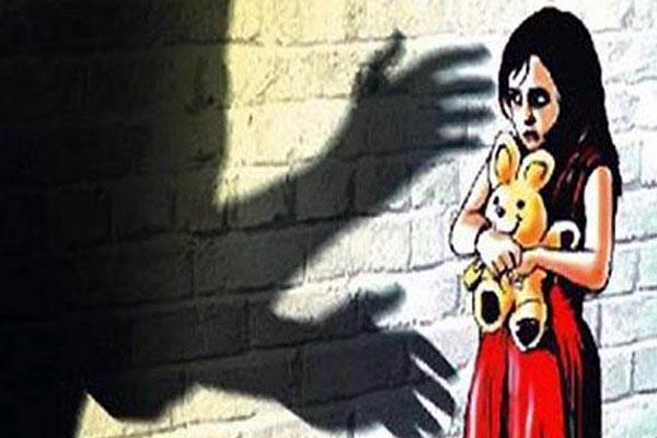 9वीं की छात्रा ने लगाया प्रिंसिपल पर अश्लील हरकत का आरोप