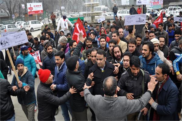 नैशनल कान्फ्रेंस के सरकार के विरोध में रैली निकाली, जमकर की नारेबाजी