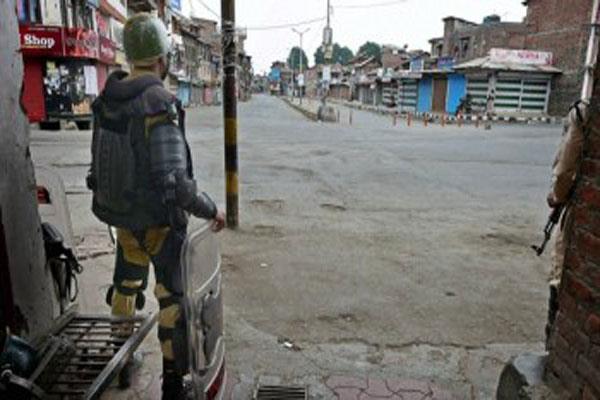 दक्षिण कश्मीर में हड़ताल, सुरक्षाबलों के साथ स्थानीय लोगों की हिंसक झड़पें