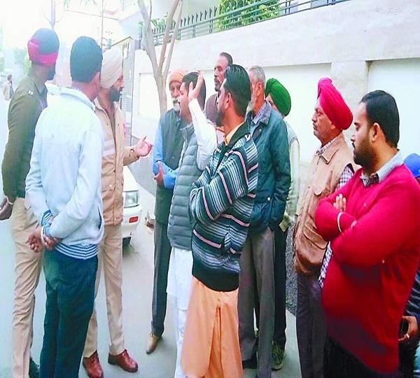 मृतका के NRI पति व सास को गिरफ्तार करने में पुलिस नाकाम
