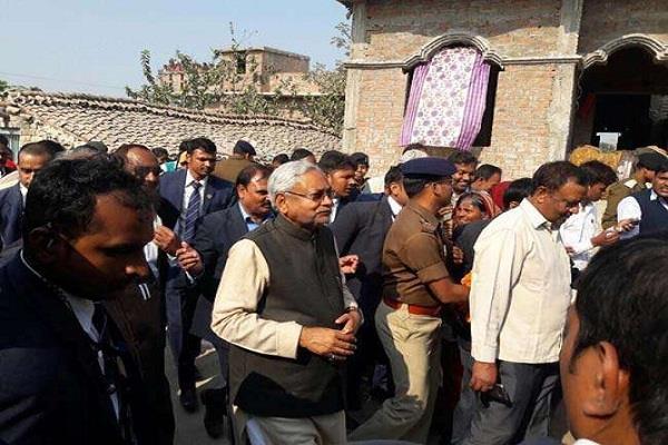 CM की समीक्षा यात्रा का दूसरा दिन, पूर्वी चंपारण पहुंच कर विकास कार्यों का किया निरीक्षण