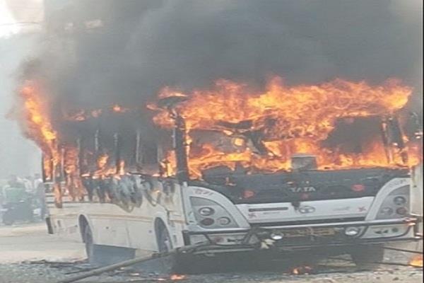 तेज रफ्तार का कहरः बेलगाम बस ने छात्र को रौंदा, हालत गंभीर