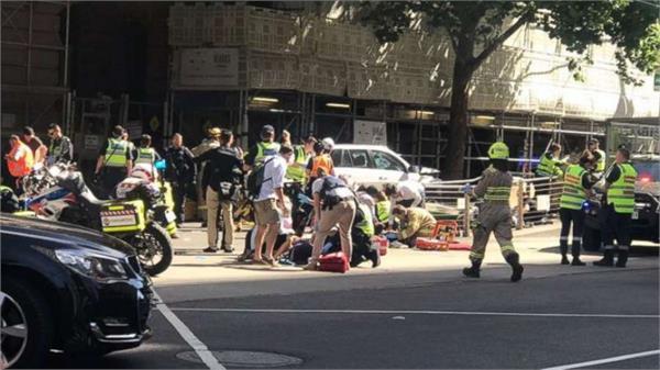 मेलबर्न में राहगीरों पर चढ़ा दी कार, 14 घायल