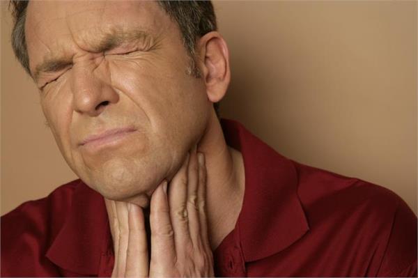 गले में इंफैक्शन होने पर तुरंत करें ये देसी उपाय, नहीं पड़ेगी दवा की जरूरत
