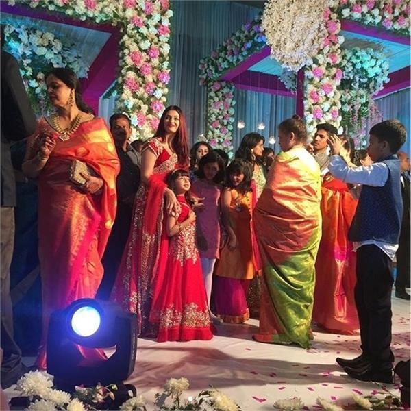 ऐश्वर्या और आराध्या ने शादी में पहनी मैचिंग ड्रैस