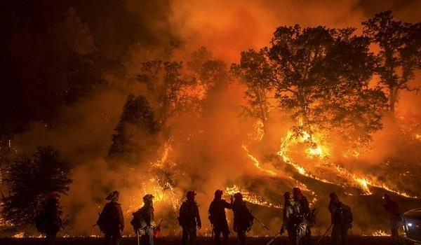 कैलिफोर्निया में भड़की आग, डेढ़ लाख लोगों को घर छोड़ने का आदेश