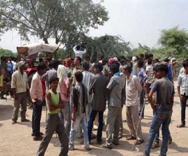 केन्द्रीय मंत्री के संसदीय क्षेत्र में दलित छात्रा की हत्या, गुस्साए लोगों ने लगाया जाम