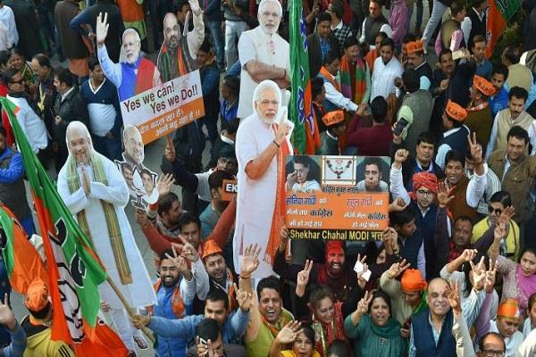 गुजरात में विधानसभा चुनाव जीतकर भी 'टेंशन' में भाजपा