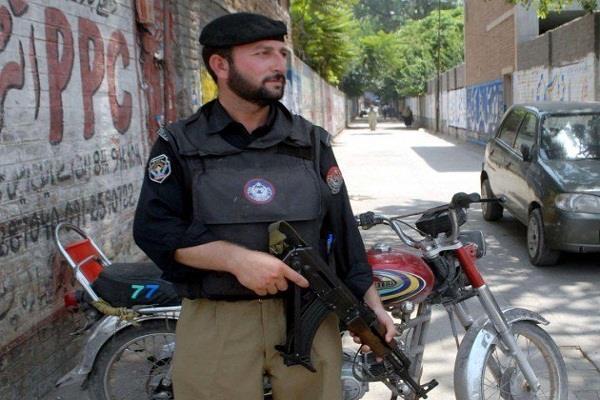 हिंदुस्तान जिंदाबाद लिखने के लिए पाकिस्तानी युवक पर देशद्रोह का मामला