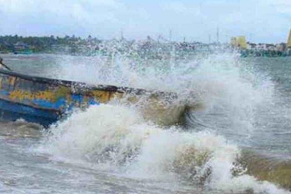 ओखी तूफान:लापता मछुआरों के परिजनों को किसी चमत्कार की उम्मीद