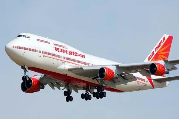 जब आवारा कुत्तों ने रनवे पर लैंड करने से रोका Air India का विमान