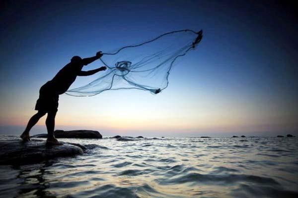 ट्राऊट वाटर में मछली पकड़ने पर प्रतिबंध, 15 शिकारी चढ़े विभाग के हत्थे