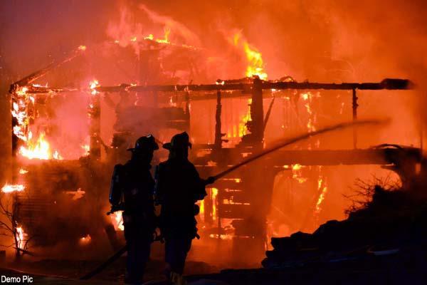 देर रात 3 बजे लग गई मकान में आग