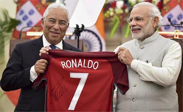 पुर्तगाल के प्रधानमंत्री ने PM मोदी को रोनाल्डो की जर्सी भेंट