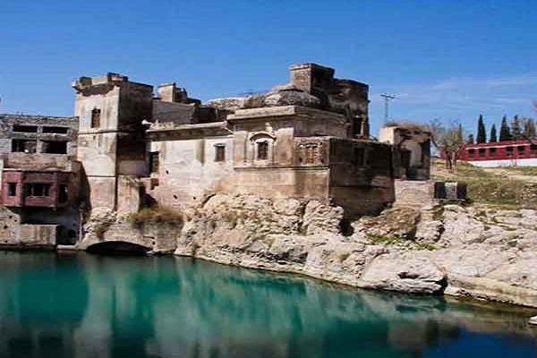 PIX: महाभारत काल में हुआ था इस मंदिर का निर्माण, यहां भोलेनाथ के आंसुअों से बना है कुंड