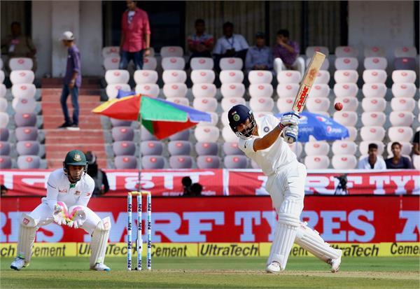 कोहली का रिकार्ड दोहरा शतक, भारत के 6 विकेट पर 687 रन