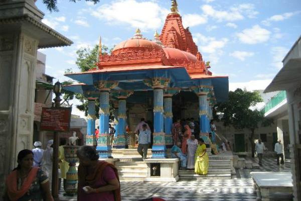 खास दिन जरूर जाएं मंदिर, तिजोरी में भर जाएगा धन ही धन