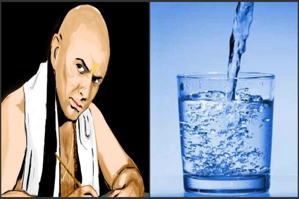 चाणक्य नीति:इन परिस्थितियों में पिया पानी होता है विष समान