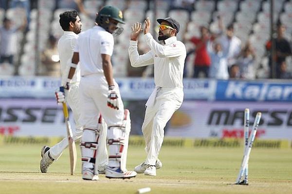 भारत ने बांग्लादेश को 208 रनों से हराकर एकमात्र टेस्ट मैच जीता