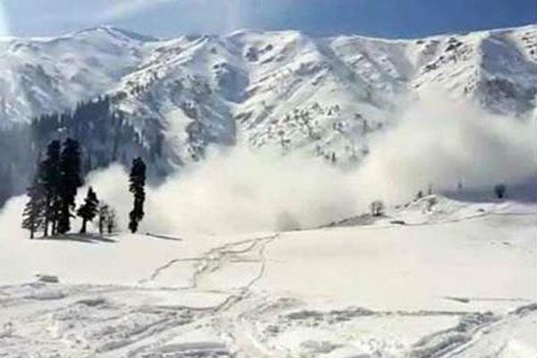 कश्मीर में हिमस्खलन की चेतावनी जारी, अगले 24 घंटे सतर्क रहने के निर्देश