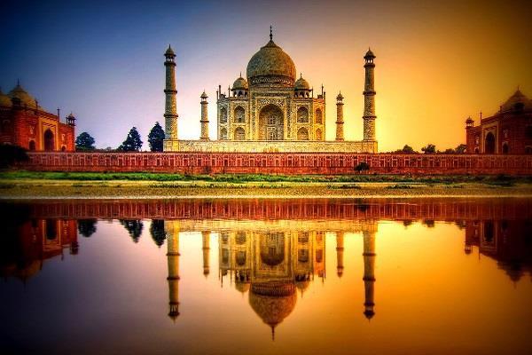 योगी सरकार के नये कैलेंडर में 'ताज' को मिली जगह