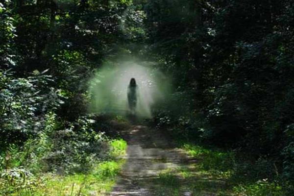 आपकी इन हरकतों से आत्माएं होती हैं आकर्षित, रहें सावधान!