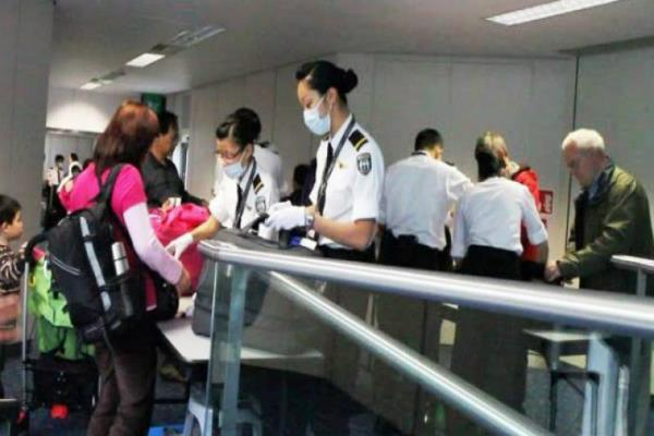अब चीन ने भी विदेशी नागरिकों के लिए कड़े किए नियम