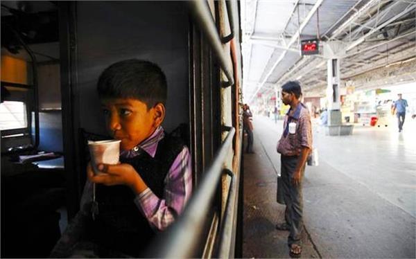 रेलवे का पैंट्री घोटालाः 20 का नाश्ता 40 में, 50 का खाना 90 में