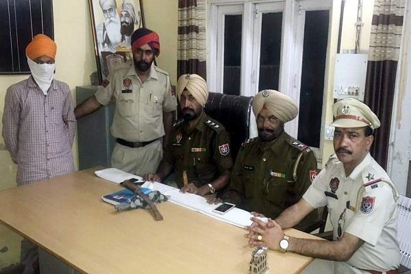पैसे लूटने वाला आरोपी चढ़ा पुलिस के हत्थे