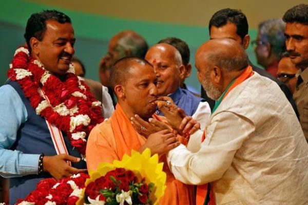 UP में अब योगी राज, PM मोदी से सामने ली सीएम पद की शपथ